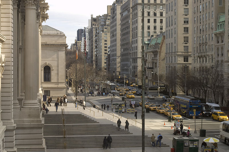 800px-Photograph_of_Fifth_Avenue_from_the_Metropolitan—New_York_City