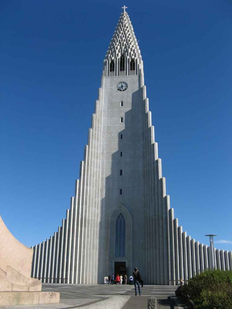 Hallgrimskirkja Lutheran Kirkja via https://en.wikipedia.org/wiki/File:Reykjavik%27s-church.jpg