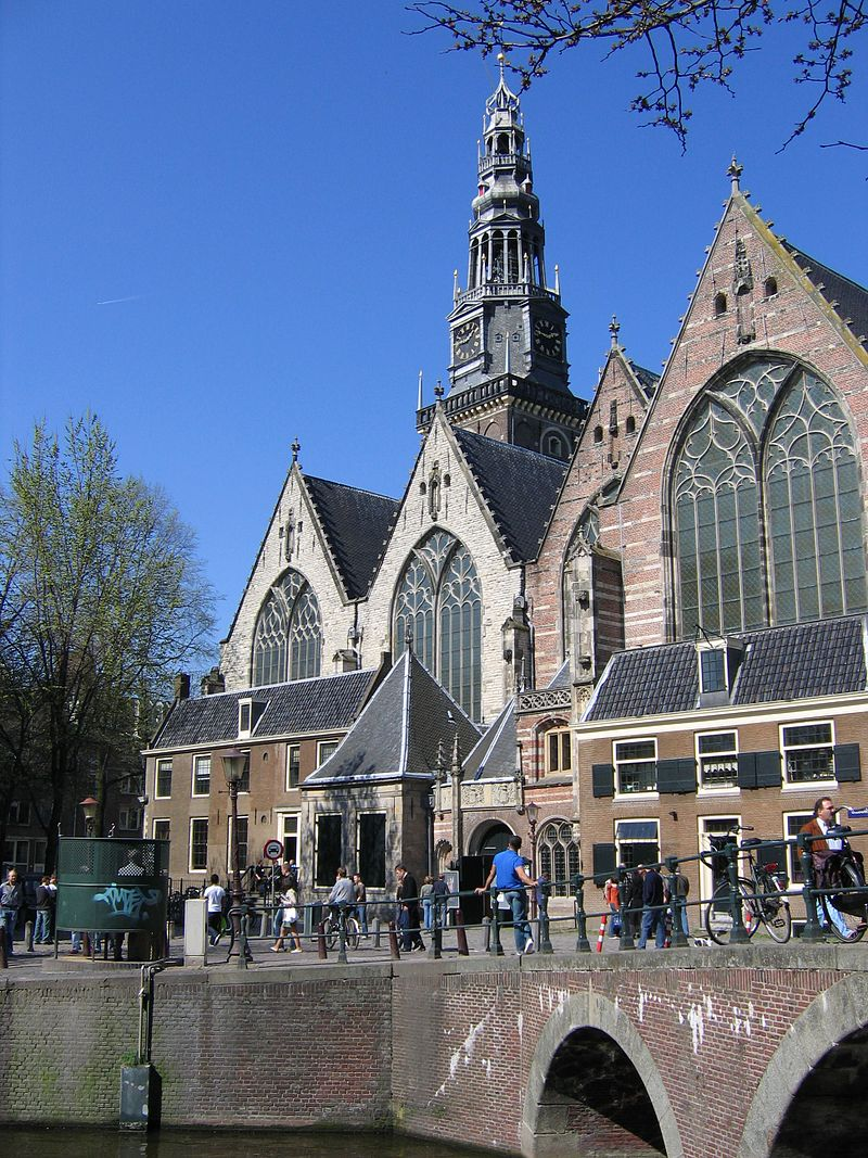 Oude Kerk - Cultural center in oldest city building