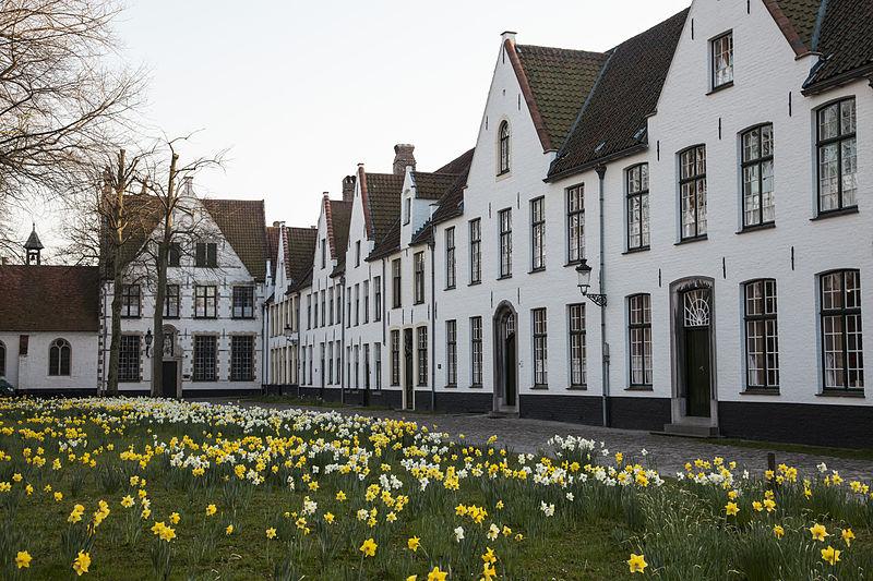 800px-Brugge_-_Begijnhof_22A_-_Monasterium_-_82312