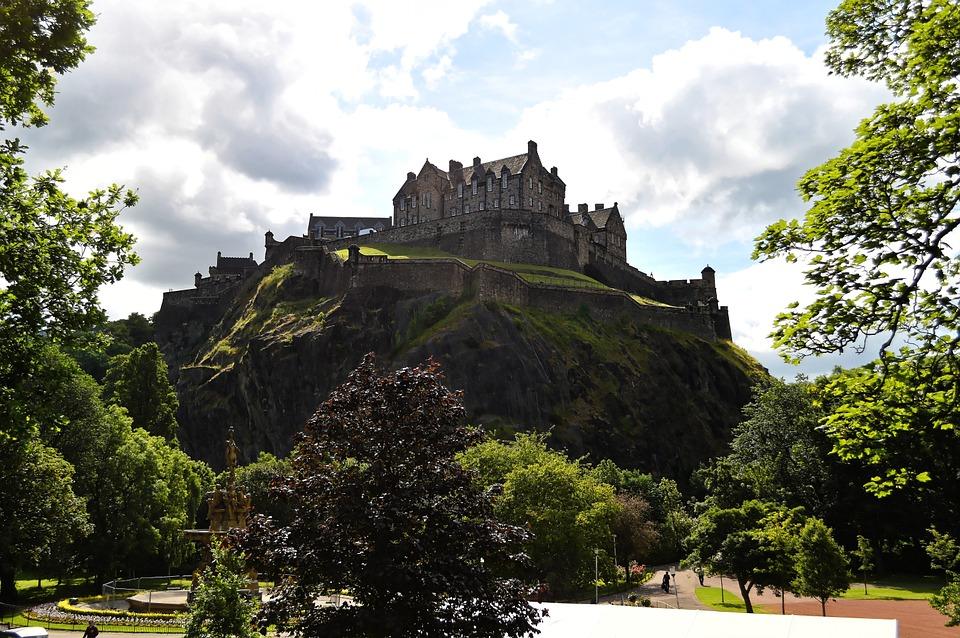 15. Edinburgh Castle (Scotland)