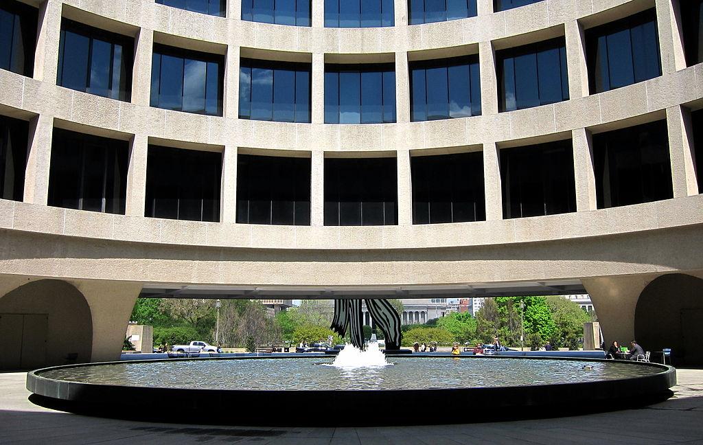 18. Fountain at The Smithsonian - Washington DC, USA