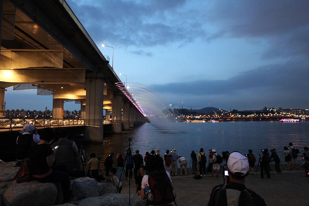 4. Moonlight Rainbow Fountain - Banpo Bridge, Seoul, South Korea