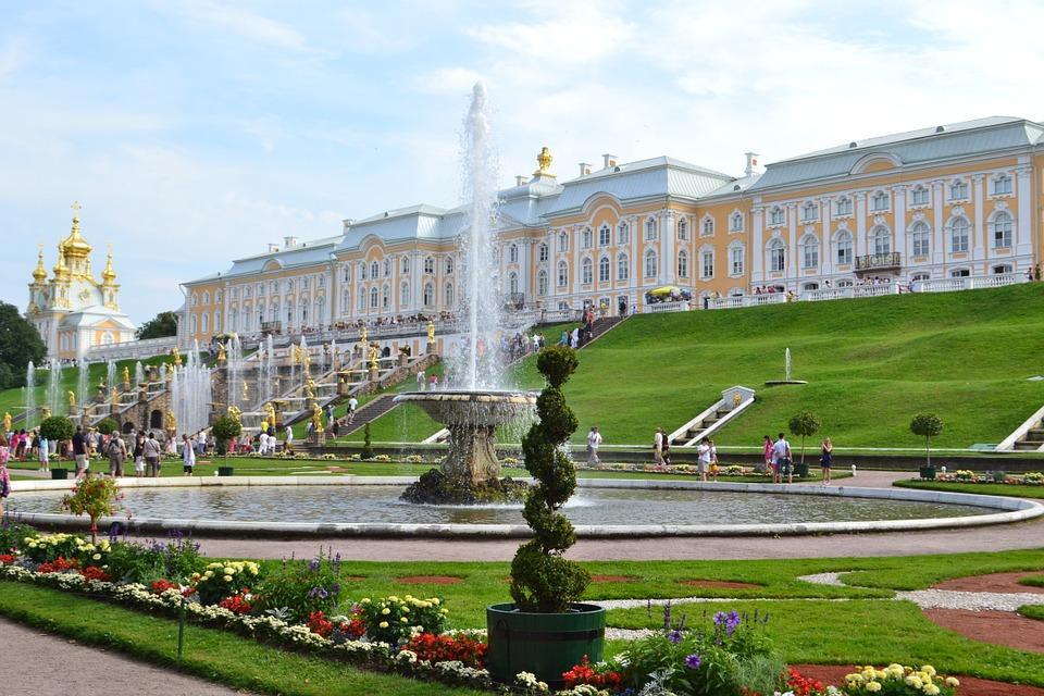 5. Peterhof Palace, Saint Petersburg (Russia)