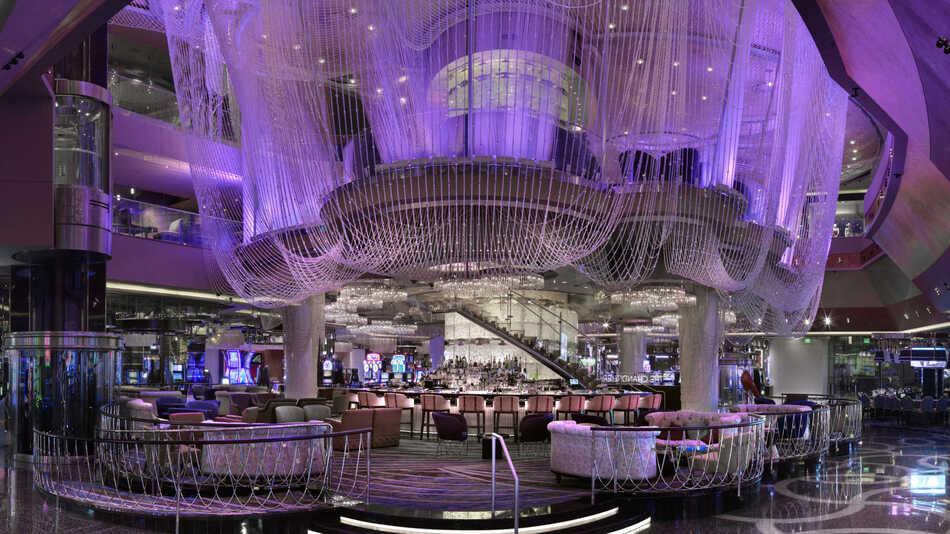 28. Chandelier Bar, Las Vegas, NV (USA)