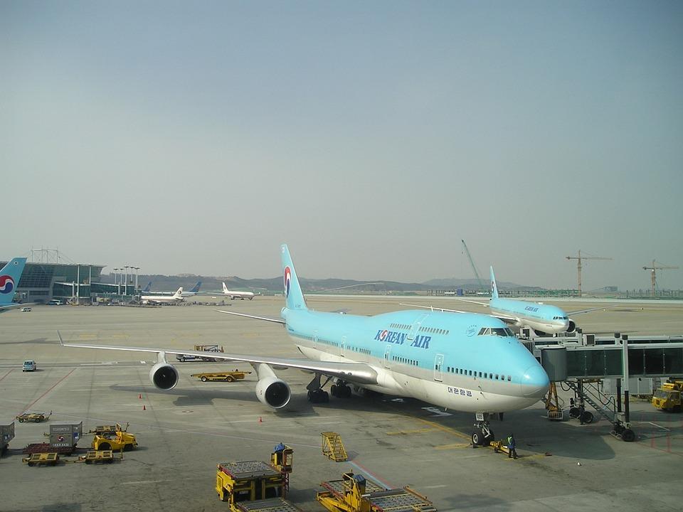 3. Boeing 747-400