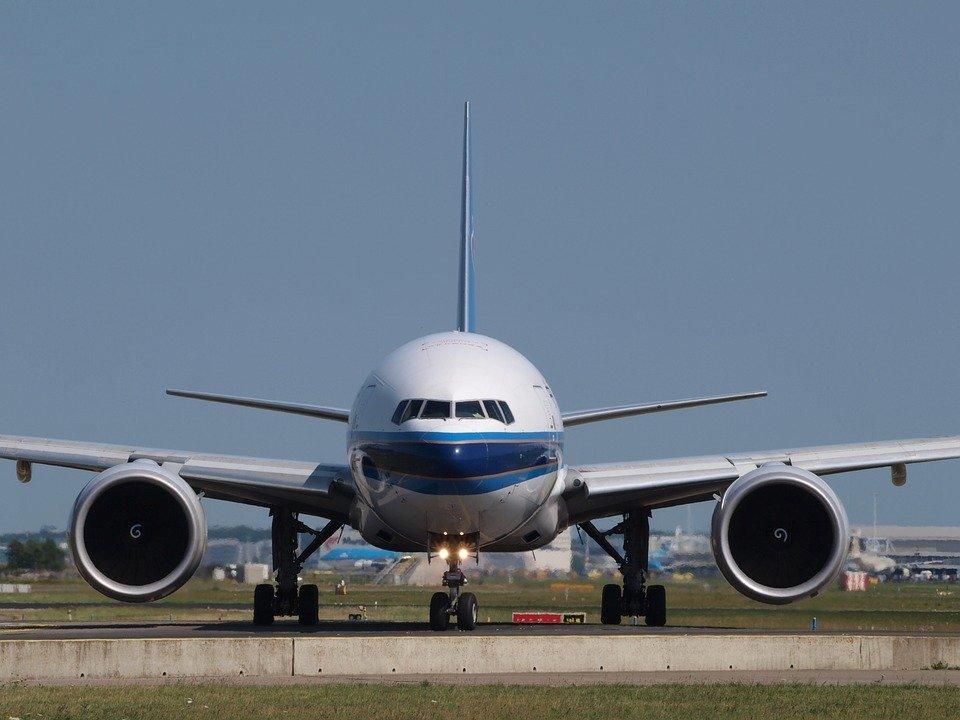 6. Boeing 777-200