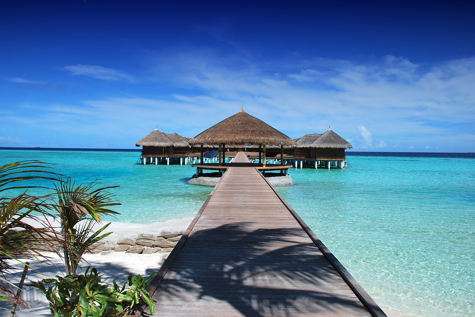 9. Maldives - 300 km²