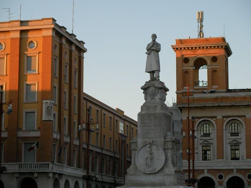 36. Piazza Aurelio Saffi, Forlì