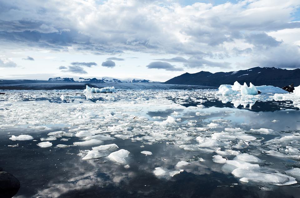 Discover the beauty of this Jökulsárlón glacial lagoon