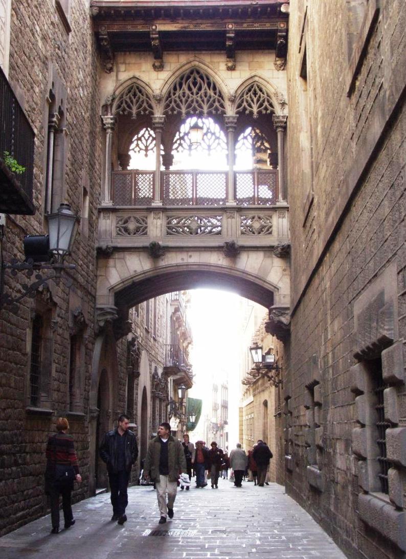 File:Barcelona - Carrer del Bisbe.jpg - Wikimedia Commons
