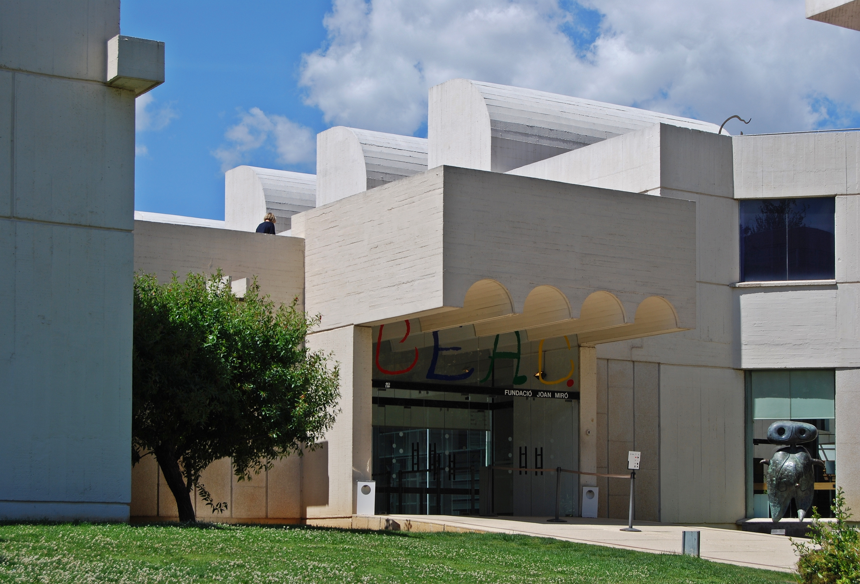 File:Eingang Fundació Joan Miró 2013.jpg - Wikimedia Commons