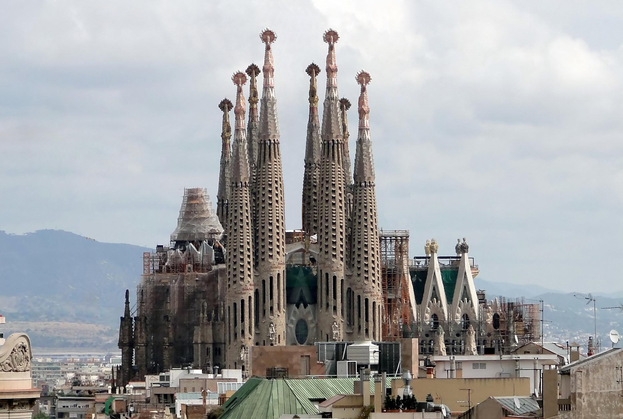 File:Sagrada Familia 01.jpg - Wikimedia Commons