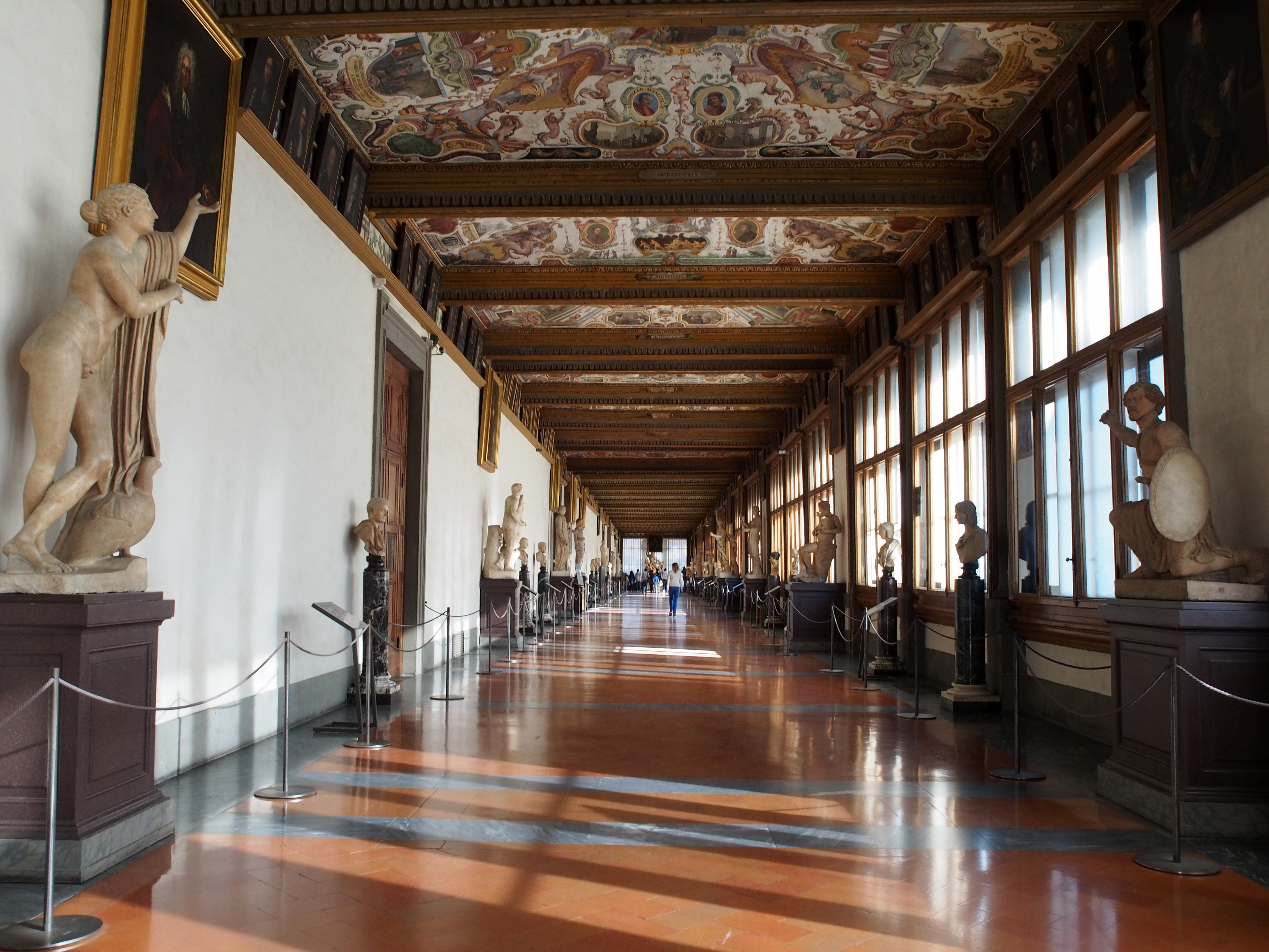 File:Uffizi Gallery hallway.JPG - Wikimedia Commons