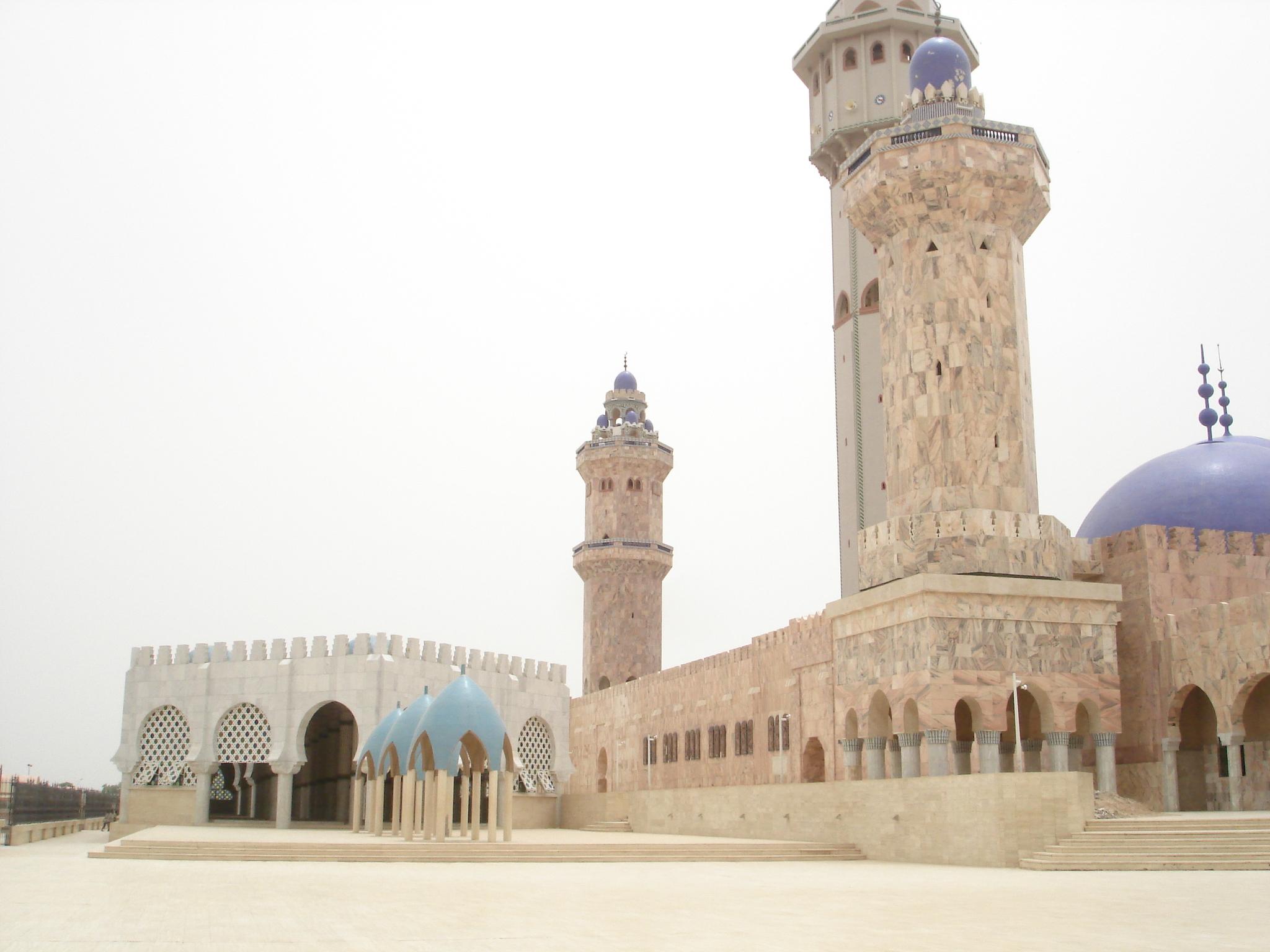 File:Mosquée-Touba (senegal) 2006 (1114).JPG - Wikimedia Commons