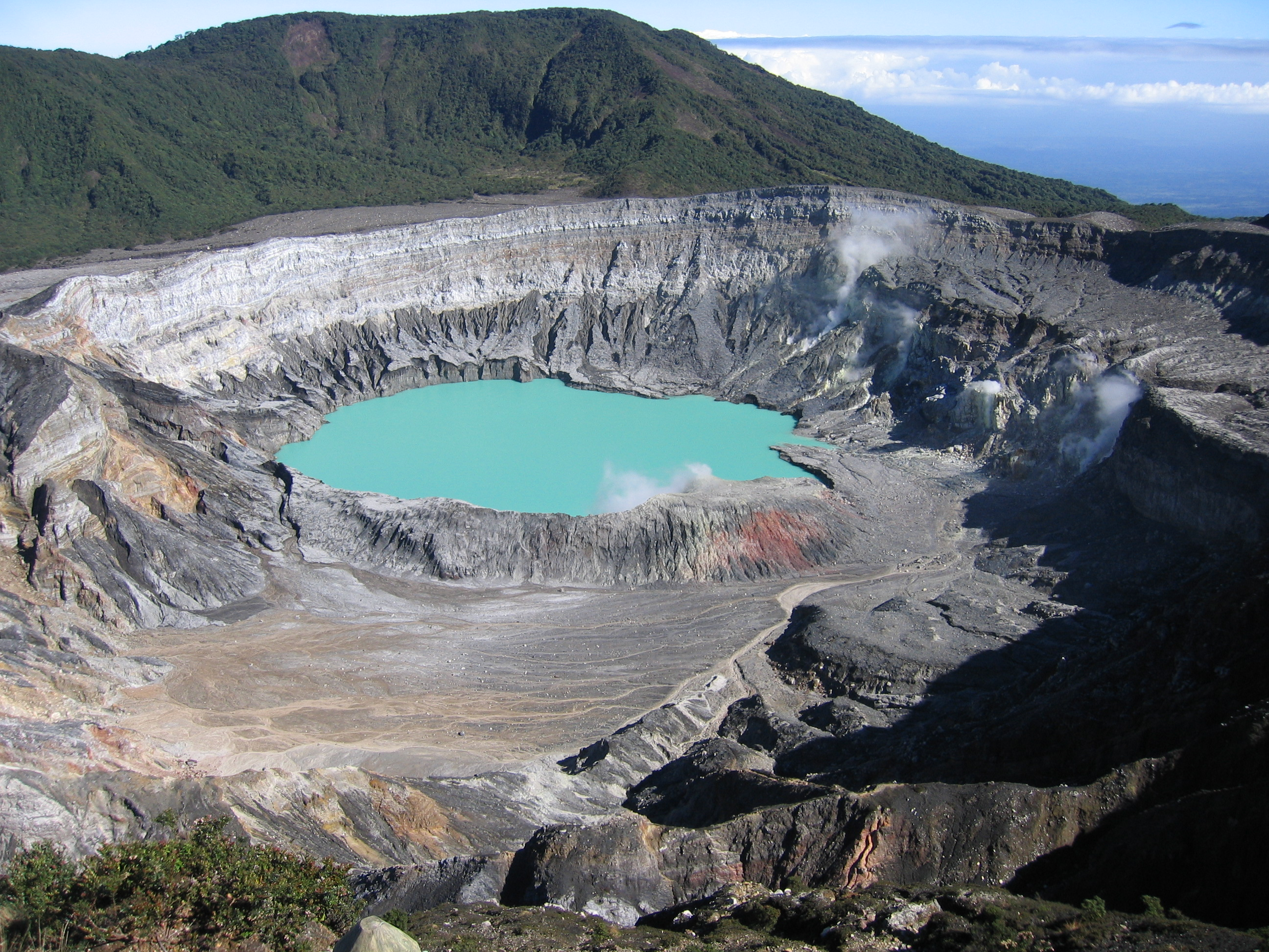 File:Poas crater.jpg - Wikimedia Commons