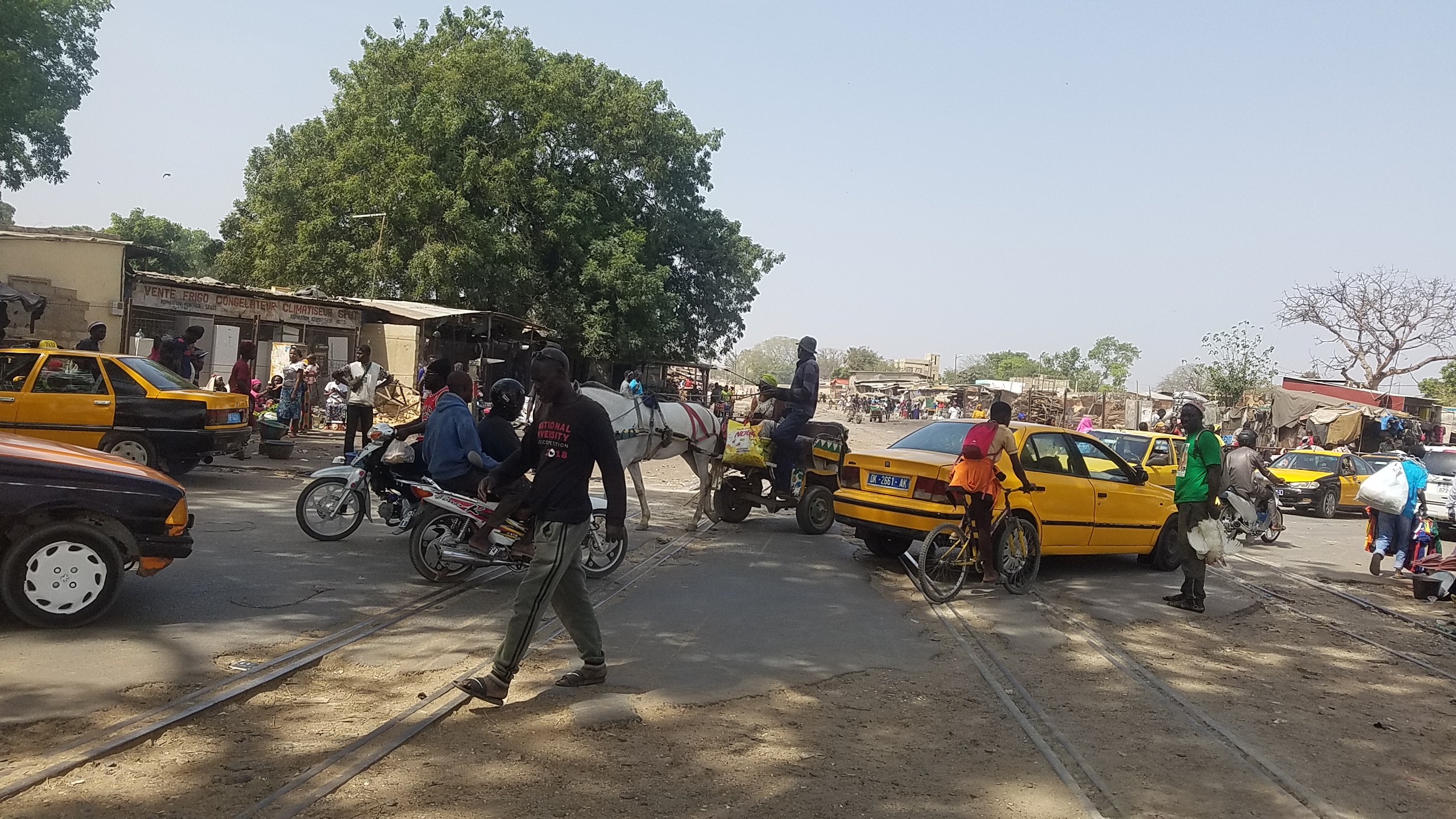 File:TRANSPORT SENEGAL MARCHE CENTRAL THIES.jpg - Wikimedia Commons