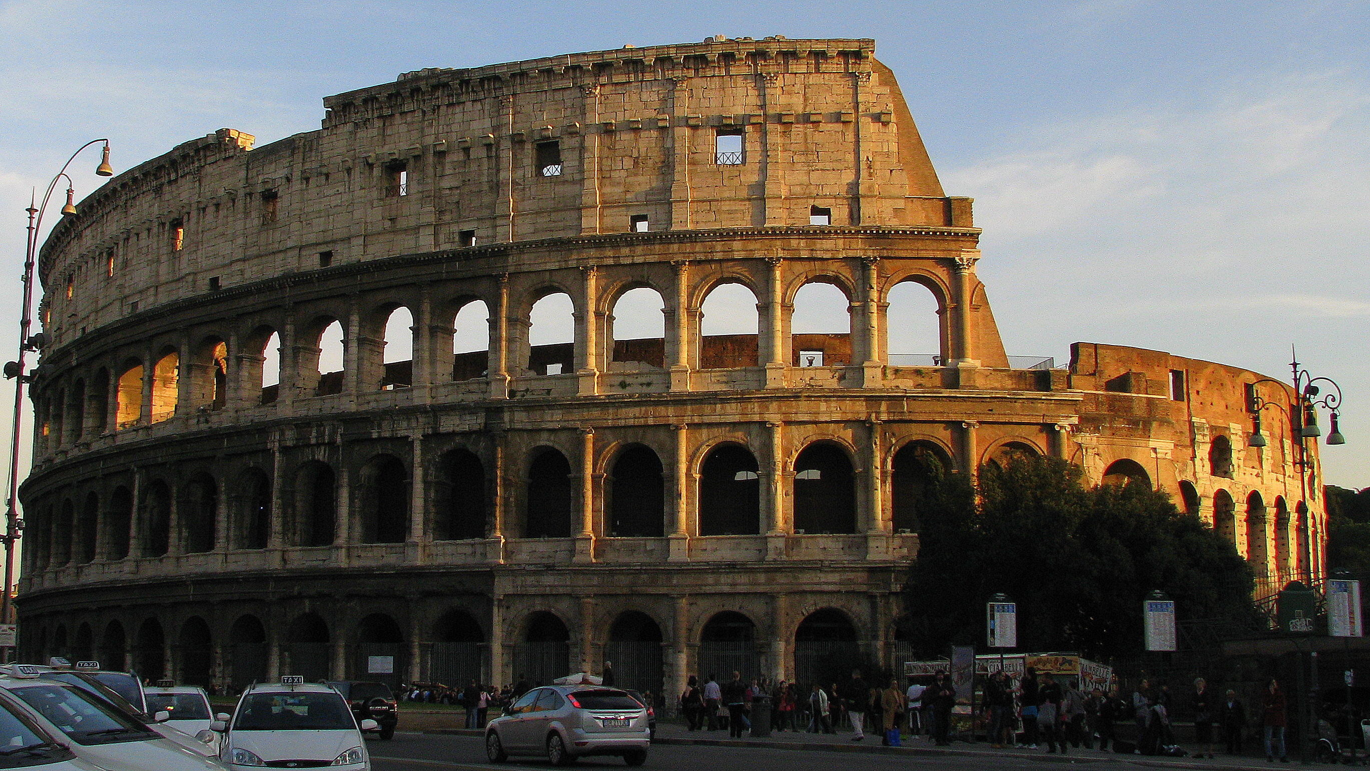 File:The Colosseum.jpg - Wikimedia Commons